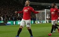 Fernandes trêu chọc khi Shaw giành giải Cầu thủ xuất sắc nhất tháng