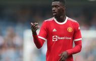 Newcastle hỏi mua hậu vệ Man United