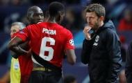 Pogba đã trở lại, đang được 1 người giám sát