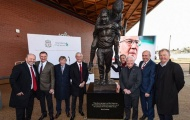 Liverpool khánh thành bức tượng vinh danh huyền thoại Bob Paisley