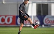 Ronaldo 'nắn gân' các đồng đội trước vòng knock-out Champions League