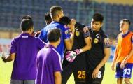 Cựu thủ môn ĐT Việt Nam khóc trong cabin khi mắc sai lầm tai hại