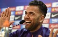 Chính thức: Đi một vòng lớn, Alves tiếp tục ở lại Barcelona