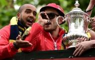 Trêu tức Tottenham, Wilshere lĩnh án phạt từ FA