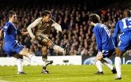 Tình huống Ronaldinho khiến Petr Cech chỉ biết đứng nhìn