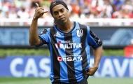 35 tuổi, Ronaldinho vẫn lắm mối