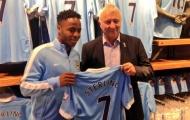Sterling chính thức tiếp quản áo số 7 tại Man City
