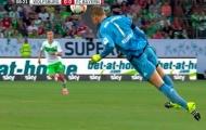 Tay, chân,… Neuer tiếp tục cứu thua bằng đầu