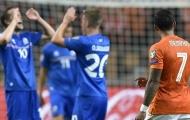 Hết thẻ đỏ lại đến penalty, Hà Lan cạn hi vọng dự Euro 2016