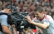 """Steven Gerrard vẫn còn """"cay"""" khi bị Sir Alex đánh giá thấp"""