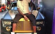 Thất nghiệp, Adebayor vẫn gây choáng với Rolls-Royce Phantom