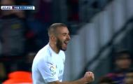 Karim Benzema làm khổ hàng thủ Barcelona