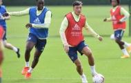 Không thi đấu, Mesut Ozil có động thái bất ngờ gửi tới Arsenal