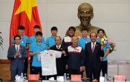 Áo đấu, quả bóng U23 Việt Nam tặng Thủ tướng: Món quà của khát vọng