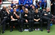 Ban huấn luyện Mourinho bị M.U quét sạch, chỉ duy nhất một người trụ lại