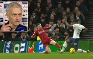 Mourinho: 'Liverpool may mắn khi cậu ta không dính thẻ đỏ'