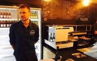 Chán cảnh dự bị tại Liverpool, Mignolet chuyển sang bán cà phê