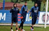 Donnarumma, Buffon và Perin thay nhau thể hiện trước khung gỗ tuyển Ý