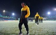 Chùm ảnh: Các cầu thủ Dortmund ngán ngẩm bởi mặt sân lầy lội ở Lotte