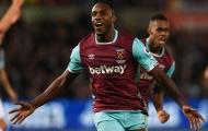 'Dòm ngó' sao West Ham, Chelsea bị 'dằn mặt'