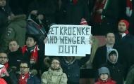 CĐV Arsenal: Đừng 'đuổi' Wenger, hãy tẩy chay Kroenke!
