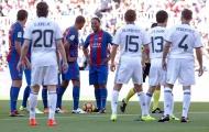 Có Ronaldinho, Rivaldo, huyền thoại Barca vẫn thua đậm trước huyền thoại Man United