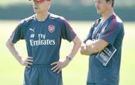 Wenger bổ sung Jens Lehmann, cầu thủ Arsenal miệt mài phòng gym