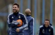 Messi pha trò, sân tập Argentina rộn tiếng cười
