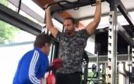 Rio Ferdinand cật lực tập gym, chờ ngày thượng đài
