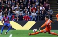 Conte bất lực nhìn hàng thủ Chelsea vụn vỡ trước đội bét bảng