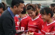 ĐT nữ Việt Nam rạng rỡ nhận lì xì ngày đầu tập trung