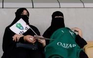 Phụ nữ lần đầu xuất hiện trong trận cầu lịch sử ở Saudi Arabia