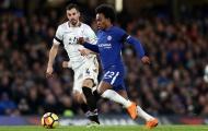 May mắn đồng hành, Chelsea thu hẹp khoảng cách với Liverpool