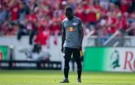 Bom tấn của Liverpool tạm biệt 'mái nhà' RB Leipzig bằng chiếc thẻ đỏ