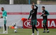 Ronaldo mặt mày cau có, đồng đội và HLV trưởng Bồ Đào Nha xanh mặt