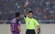 Trọng tài từng đuổi thủ môn tuyển Việt Nam bị treo còi tại Trung Quốc