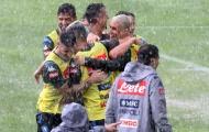 Sao Napoli hóa 'trẻ con', hồn nhiên tắm mưa đá bóng