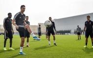 Dàn sao Juventus 'lặng người' khi nhìn Ronaldo phô diễn kỹ thuật