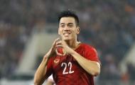 """Nguyễn Tiến Linh """"nắn gân"""" đối thủ U23 UAE"""