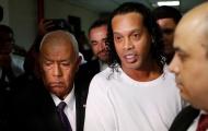 Dâng 1,4 triệu euro cho nhà tù, Ronaldinho vẫn dở khóc dở cười