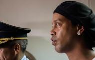 Lâm cảnh tù tội, Ronaldinho làm gì để 'giết thời gian'?