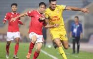 """Nghịch lý V-League: Những """"ông già gân"""" thách thức thời gian"""