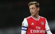 Ozil bị 'đánh hội đồng', các cầu thủ Arsenal lập tức tỏ thái độ