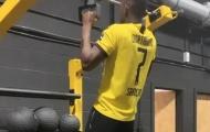 Sao Bundesliga gặp đại họa khi mặc áo của Jadon Sancho
