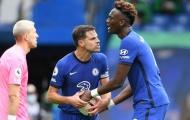 Abraham giành penalty với Jorginho, Lampard lập tức phá vỡ im lặng
