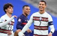 Chỉ 90 phút, Ronaldo đã 'hớp hồn' dàn sao hàng đầu của tuyển Pháp