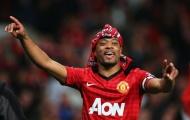 Chúc mừng huyền thoại Man Utd, Evra không quên 'khịa' Man City