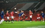 10 hình ảnh ấn tượng ở vòng 6 EPL: Maguire 'đấu vật'; Siêu phẩm Rooney tái hiện