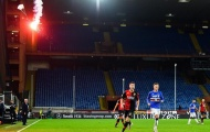 Cấm khán giả, pháo sáng vẫn xuất hiện trong trận derby nổi tiếng