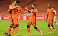 Sao Liverpool chói sáng, Hà Lan giành 3 điểm đầu tiên dưới thời De Boer